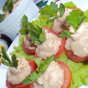 Фасоль - Тунцовый паштет на помидорах