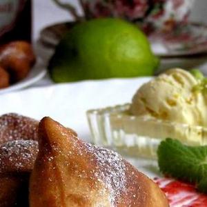 Мороженое - Творожно-малиновые пончики с цитрусовым мороженым
