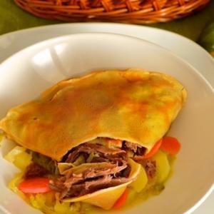 Капуста савойская - Утка конфи в блинах с овощным рагу