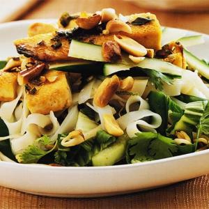 Рецепты вьетнамской кухни - Вьетнамский салат из тофу и рисовой лапши