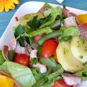 Анчоус - Весенний салат с тунцом и соусом песто