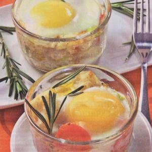 Яйца запеченные с цветной капустой и луком пореем