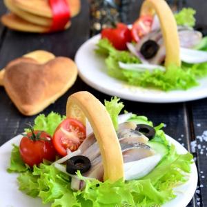 Редис - Закуска с сельдью и хрустящими хлебцами