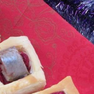 Сельдь - Закусочные слойки со свеклой и сельдью