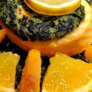 Рецепты канадской кухни - Запеченный рулет из семги и сыра фета с зеленью