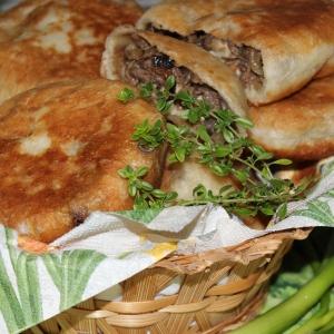 Жареные пирожки с баклажанами, грибами и мясом