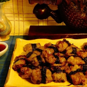 Нори - Жареные во фритюре пельмени с клюквенным соусом