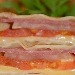 Колбаса - Жареный лаваш в яйце с начинкой